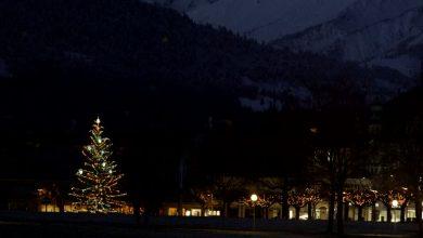 Photo of Julemanden Tænder Byens Juletræ.