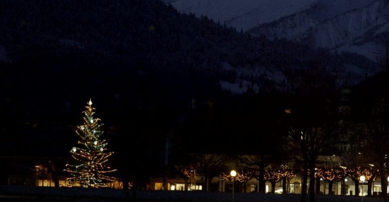 Julemanden Tænder Byens Juletræ